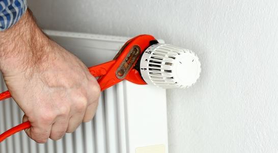 Thermostaatknop op radiator voor optimale warmte verdeling in uw huis.