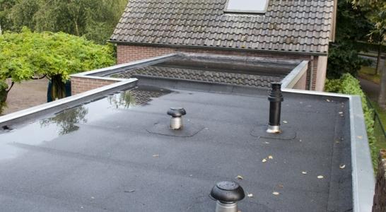 Dakbedekking met dakdoorvoeren